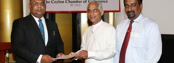 斯里兰卡——中国商会推出并将第四版通讯简报赠予尊敬的高速公路投资促进部副部长Eran Wickramaratne先生